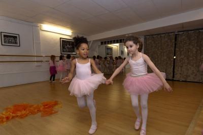 Cours De Danse Classique Et Contemporaine A Versailles Petitspieds Fr